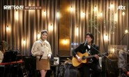 《有名歌手战》上IU和李武镇一起表演的《LILAC》