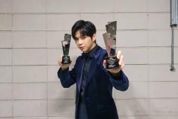喜提2020AAA双冠王,姜丹尼尔发表获奖感言,给予粉丝力量